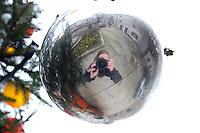 Fotograf i julekule, photographer in christmas decoration