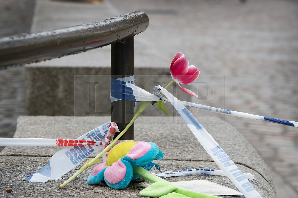 © Licensed to London News Pictures.23/03/2017.London, UK. A tulip and and a soft toy flower are left in tribute near Parliament, the day after a lone terrorist killed 4 people and injured several more, in an attack using a car and a knife. The attacker managed to gain entry to the grounds of the Houses of Parliament, killing one police officer.Photo credit: Peter Macdiarmid/LNP