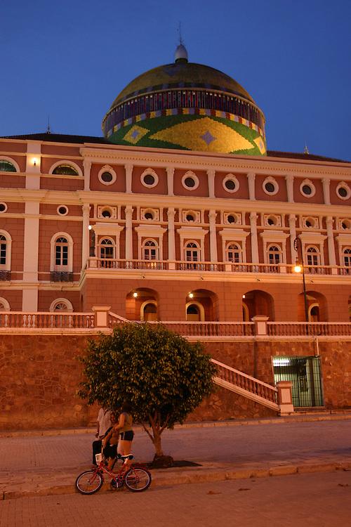 Manaus_AM, Brasil...Teatro Amazonas em Manaus, Amazonas...The Amazonas Theater in Manaus, Amazonas...Foto: JOAO MARCOS ROSA / NITRO