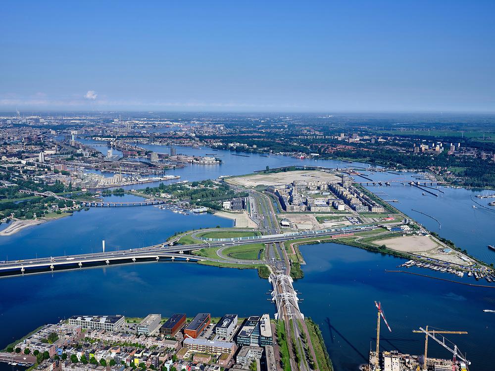 Nederland, Noord-Holland, Amsterdam, 02-09-2020; zicht op Zeeburgereiland met Sluisbuurt in wording. In de voorgrond  Enneüs Heermabrug,  en Ring A10 met ingang Zeeburgertunnel. Zicht op Oostelijk havengebied.<br /> View of Zeeburgereiland with Sluisbuurt in the making. Ring A10 with entrance Zeeburgertunnel.<br /> <br /> luchtfoto (toeslag op standard tarieven);<br /> aerial photo (additional fee required);<br /> copyright foto/photo Siebe Swart