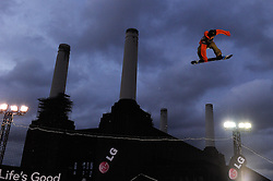 29.10.2011, Battersea Power Station, London GBR, FIS Snowboard Worldcup, Relentless Freeze Festival, im Bild Torgier Bergrem of Norway// during FIS Snowboard Worldcup at Relentless Freeze Festival in London, United Kingdom on 29/10/2011. EXPA Pictures © 2011, PhotoCredit: EXPA/ TNT Sports/ Nick Tapsell +++++ ATTENTION - OUT OF ENGLAND/GBR +++++