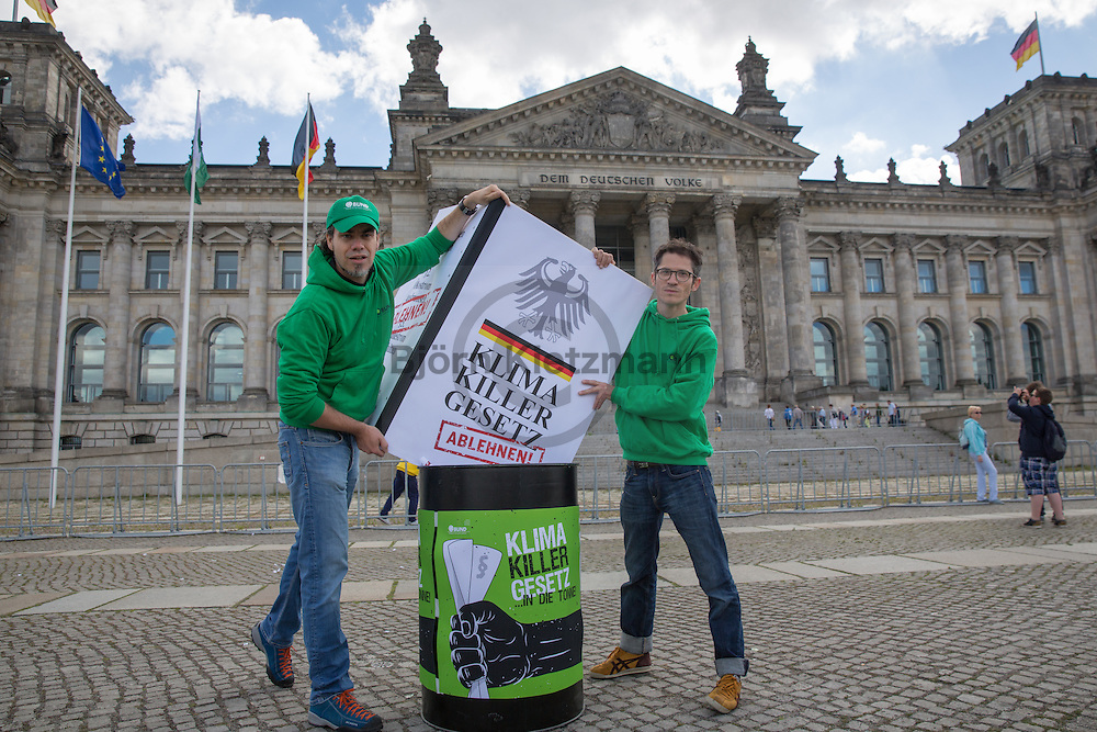 """Berlin, Germany - 07.07.2016<br /> <br /> Protest of the environmental organization BUND (Friends of the Earth Germany) in front of the Bundestag under the slogan """"climate killer law in the garbage"""" on the occasion of the amendment of the Renewable Energies Act (EEG).<br /> <br /> Protestaktion der Umweltschutzorganisation BUND vor dem Bundestag unter dem Motto """"Klimakiller-Gesetz in die Tonne"""" anlaesslich der Novellierung des Erneuerbare-Energien-Gesetzes (EEG).<br /> <br /> Photo: Bjoern Kietzmann"""