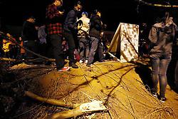 "01.12.2013, Santa Clarita, Los Angeles, USA, Autounfall Paul Walker, der Tag danach, am 30.11.2013 starb der durch ""Fast and the Furious"" bekannt gewordene Schauspieler Paul Walker mit erst 40 Jahren bei einem Autounfall in Santa Clarita in einem feuerroten Porsche Carrera GT, im Bild A general view of atmosphere as fans pay tribute to actor Paul Walker at crash site // on 30 11 2013, died famous by ""Fast and the Furious"" actor Paul Walker with only 40 years, car accident, Santa Clarita, United States on 2013/12/01. EXPA Pictures © 2013, PhotoCredit: EXPA/ Newspix/ Dave Bedrosian<br /> <br /> *****ATTENTION - for AUT, SLO, CRO, SRB, BIH, MAZ, TUR, SUI, SWE only*****"
