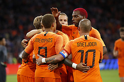 (L-R) Frenkie de Jong of Holland, Memphis Depay of Holland, Ruud Vormer of Holland, Wesley Sneijder of Holland, Ryan Babel of Holland during the International friendly match match between The Netherlands and Peru at the Johan Cruijff Arena on September 06, 2018 in Amsterdam, The Netherlands