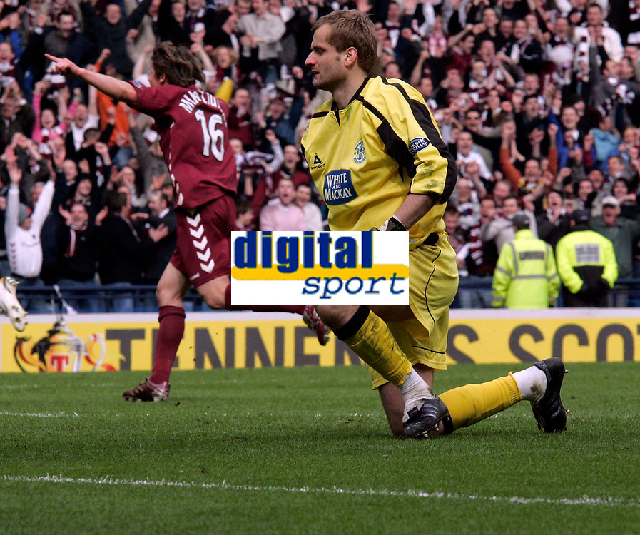 Zbigniew Malkowski after failing to save the penalty. Photo: Tom Ross.<br />Hibernian v Hearts. Tennants Scottish Cup, Semi-Final. 02/04/2006.