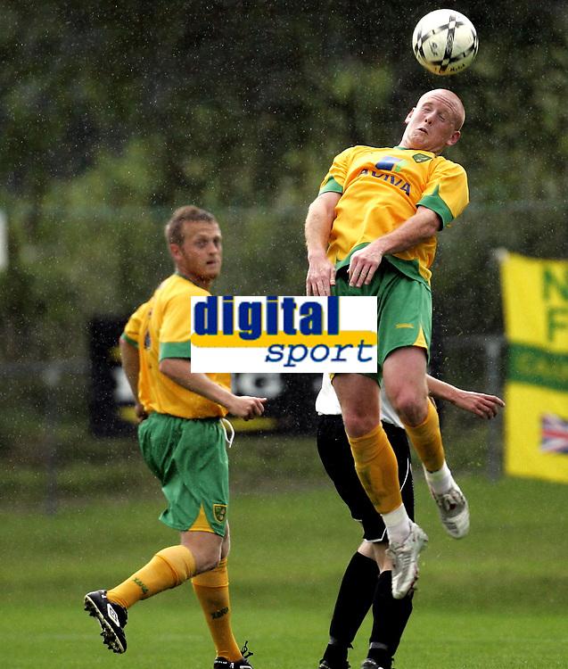 Fotball<br /> Treingskamp Friendly<br /> 19.07.08<br /> Sjövalla Stadion<br /> Ahlafors IF - Norwich City<br /> Matty Pattison - Sammy Clingan<br /> Foto - Kasper Wikestad