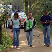 NLD/Huizen/20050906 - Verbrand lijk gevonden langs bospad Bussummerweg Huizen, recherche, afzetting, lpd