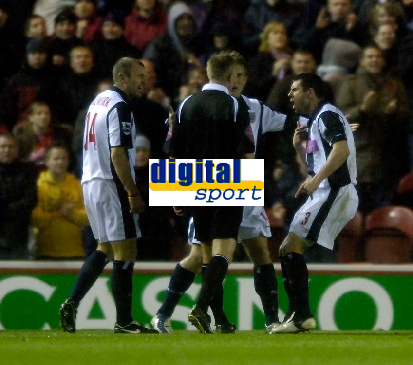 Photo: Jed Wee.<br /> Middlesbrough v West Bromwich Albion. The Barclays Premiership. 27/11/2005.<br /> <br /> West Brom players confront referee Phillip Walton after he awards Middlesbrough a penalty.