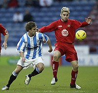 Fotball<br /> England 2004/2005<br /> Foto: SBI/Digitalsport<br /> NORWAY ONLY<br /> <br /> Huddersfield Town v Bristol City<br /> Coca-Cola League 1<br /> 03/01/2005<br /> <br /> Bristol's Mickey Bell keeps a close eye on Huddersfield's Chris Brandon