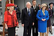 Staatsbezoek van de President van Slowakije , Zijne Excellentie president Ivan Gasparovic en zijn echtgenote Silvia Gasparovicova.<br /> <br /> Statevisit of the President of  Slowakije Ivan Gasparovic and his wife  Silvia Gasparovicova.<br /> <br /> Op de foto/ On the photo: <br /> <br /> Koningin Beatrix en de president van Slowakije Ivan Gasparovic met zijn echtgenoot Silvia krijgen uitleg in de restauratieafdeling van het Rijksmuseum.<br />  <br /> Queen Beatrix and the President of Slovakia Ivan Gasparovic will visit the restoration department of the Rijksmuseum.