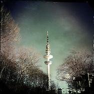 Fernsehturm  02                                      Hamburg Homage Serie Fernsehturm 2015.                                                  C-Print auf eine MDF-Platte mit einer Stärke von 5 mm gebracht und mit einer besonderen Schicht aus Wachs versiegelt.<br /> Format: 20 cm x 20 cm. 30 cm x 30 cm. 60 cm x 60 cm.<br /> Limitierte Edition von 99 ist vom Künstler handsigniert und nummeriert.                           ©Nero Pécora