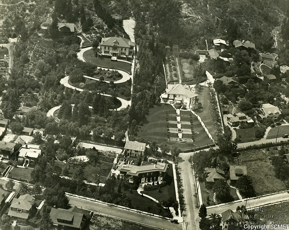 1921 Residences of Jesse Lasky (lower center of photo) & Wm. Farnum (with winging driveway)