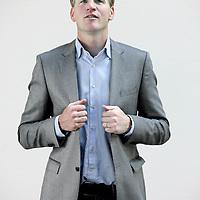 Nederland, Amsterdam , 3 augustus 2010..Hugo Logtenberg (1974) is een ervaren journalist en gespreksleider. Na afronding van zijn goed ontvangen boek Job Cohen - Burge-.meester van Nederland (Uitgeverij Nieuw Amsterdam, april 2010) is hij in dienst getreden bij Het Parool. Voor deze krant doet hij verslag van de Amsterdamse politiek...Eerder werkte Logtenberg bij de actualiteitenrubriek NOVA en schreef hij (als freelancer) voor onder andere Intermediair, Het Parool, Nieuwe Revu en Hollands Diep..Foto:Jean-Pierre Jans