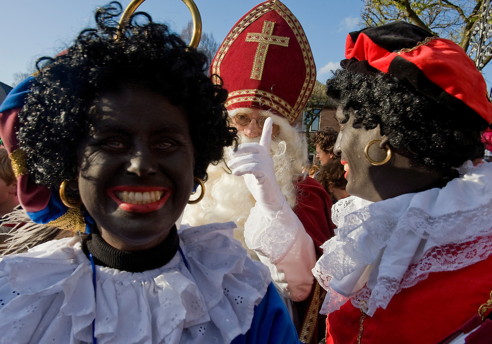Nederland, Doorn, 14 nov  2009.Intocht Sinterklaas in Doorn..Het bekende vingertje van Sinterklaas. Sinterklaas heeft  een opvoedende taak. Geeft behalve kadootjes, cadeautjes ook standjes. ..Foto (c) Michiel Wijnbergh