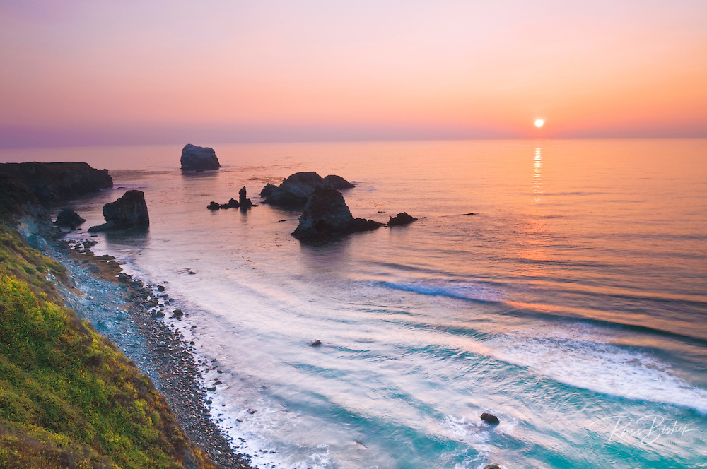 Sunset over the Pacific Ocean at Sand Dollar Beach, Los Padres National Forest, Big Sur, California