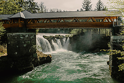 THEMENBILD - der Traunfall mit dem Fluss und der Besucherbruecke, aufgenommen am 24. April 2019 in Steyrermühl, Oesterreich // the Traunfall with the river and the visitor bridge in  Steyrermuehl, Austria on 2019/04/24. EXPA Pictures © 2019, PhotoCredit: EXPA/ JFK