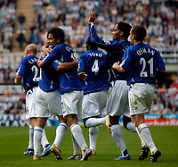 Photo: Jed Wee.<br /> Newcastle United v Everton. The Barclays Premiership. 24/09/2006.<br /> <br /> Everton celebrate with Tim Cahill after he scores the equaliser.