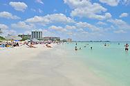 USA: Florida: Sarasota County: Sarasota: Lido Key Beach: Visitors and locals alike enjoy a beautiful spring day at Lido Key Beach in the City of Sarasota.
