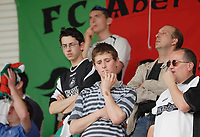 Photo: Leigh Quinnell.<br /> AFC Bournemouth v Swansea City. Coca Cola League 1. 14/04/2007. Swansea fans unhappy at being 2-0 down.