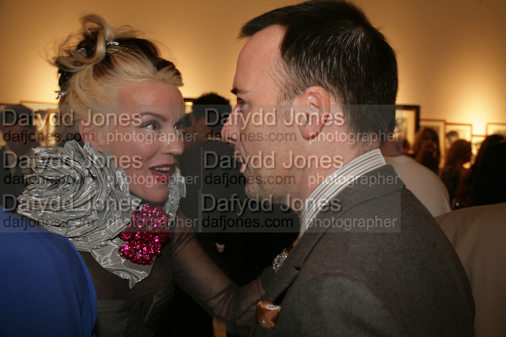 Daphne Guinness and David Furnish, Michael Roberts - book launch party hosted by Vanity Fair to celebrate  publication, Shot In Sicily. Hamiltons Gallery, 13 Carlos Place, London,17 September 2007. -DO NOT ARCHIVE-© Copyright Photograph by Dafydd Jones. 248 Clapham Rd. London SW9 0PZ. Tel 0207 820 0771. www.dafjones.com.