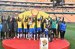 Mamelodi Sundowns players lift their trophy after beating Kaizer Chiefs 2-1 in the Shell Helix Ultra Cup at FNB stadium, Johannesburg.<br />Picture: Itumeleng English/African News Agency (ANA)