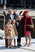 Koningsdag in Dordrecht / Kingsday in Dordrecht<br /> <br /> Op de foto / On the photo: <br /> <br />  Koning Willem-Alexander en Koningin Maxima met hun dochters, Prinses Amalia , Prinses Alexia en Prinses Ariane <br /> <br /> King Willem-Alexander and Queen Maxima with their daughters, Amalia, Princess Alexia and Princess Ariane