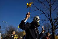 DEU, Deutschland, Germany, Berlin, 08.03.2014: <br />Kazaguruma-Demo anlässlich des 3. Jahrestags der Reaktorkatastrophe in Fukushima/Japan. Kazaguruma ist Japanisch für Windrad.
