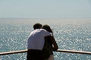 Frankrijk, Sete, 20-9-2008Man en vrouw kijken uit over de middellandse zee. Man and woman overlooking the Mediterranean sea.Foto: Flip Franssen/Hollandse Hoogte