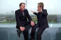 17 NOV 2004, BERLIN/GERMANY:<br /> Juergen Trittin (L), B90/Gruene, Bundesumweltminister, und Renate Kuenast (R), B90/Gruene, Bundesverbraucherschutzministerin, im Gespraech, vor Beginn der Kabinettsitzung, Bundeskanzleramt<br /> IMAGE: 20041117-01-013<br /> KEYWORDS: Sitzung, Kabinett, Jürgen Trittin, Renate Künast