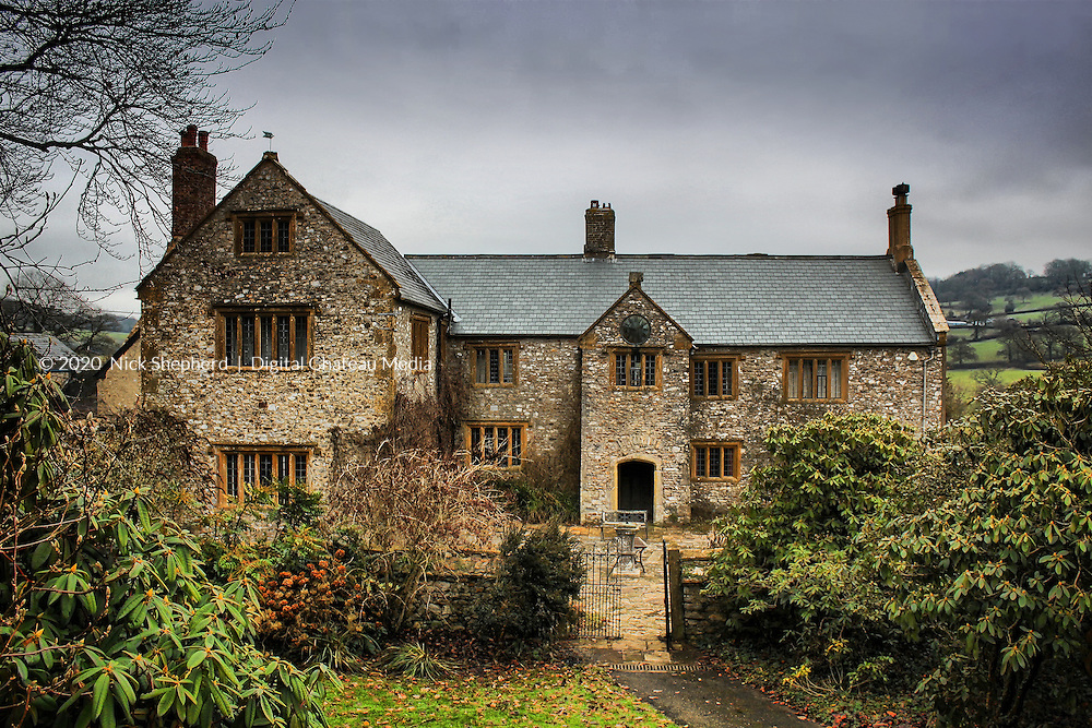 Sheafhayne is a Grade II listed, Elizabethan manor house, built around 1610. Originally a medieval hall house and the shooting lodge of Sir Francis Drake's Yarcombe estate which has been in the same family for 400 years and has 2,500 acres of farmland through which flows the river Yarty