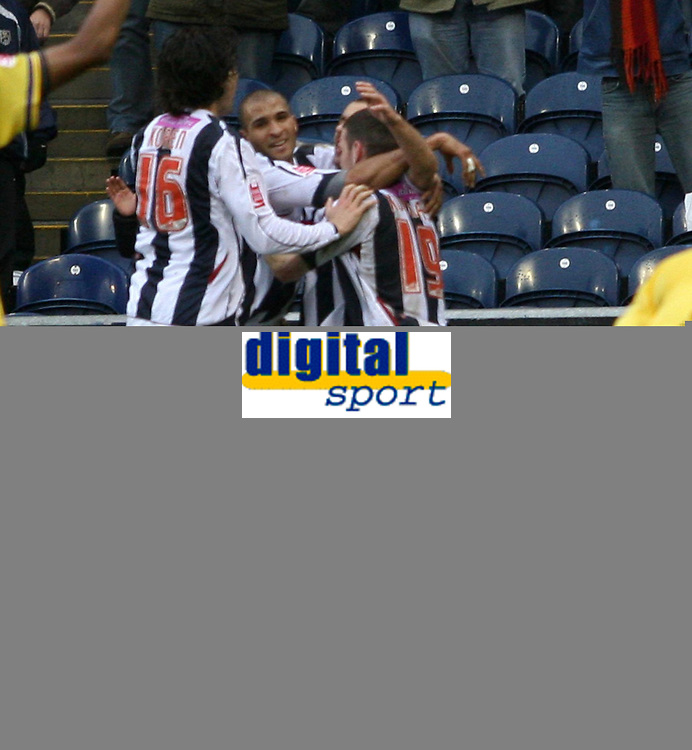 Photo: Mark Stephenson.<br />West Bromwich Albion v Southampton. Coca Cola Championship. 10/02/2007.West Brom celebrate there goal