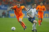 Fotball<br /> Play Off til EM 2004<br /> 19.11.2003<br /> Nederland v Skottland 6-0<br /> Foto: Digitalsport<br /> Norway Only<br /> <br /> ANDY VAN DER MEYDE (NET) / GARY NAYSMITH (SCO)<br /> <br /> PHOTO LAURENT BAHEUX