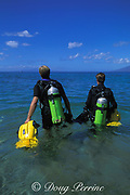 divers head out from beach with <br /> underwater scooters, 4 Seasons Resort, <br /> Wailea, Maui, Hawaii, USA ( Pacific )  MR 294, 295