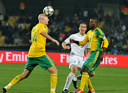 090618) -- RUSTENBURG, June 18, 2009 (Xinhua) -- Matthew Booth of South Africa (L) heads the ball during a Group A match between South Africa and New Zealand at the FIFA Confederations Cup in Rustenburg, South Africa, June 17, 2009. South Africa won 2-0, while New Zealand was eliminated with two losses..    (Xinhua/Xu Suhui) (xm) (Credit Image: © Xinhua/ZUMA Press)