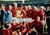 Fotball<br /> England<br /> Foto: Colorsport/Digitalsport<br /> NORWAY ONLY<br /> <br /> ENGLAND, World Cup Winners team1966. Back Row L>R, SHEPHERDSON (TRAINER), JACK CHARLTON, GORDON BANKS, ROGER HUNT, BOBBY MOORE, GEOFF HURST, GEORGE COHEN & BOBBY CHARLTON.  Front Row, L>R, NOBBY STILES, ALAN BALL, MARTIN PETERS & RAY WILSON.World Cup Final 1966 @ Wembley. England v West Germany / Vest Tyskland