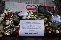 Bialystok, 16.08.2020. Protest pod bialoruskim konsulatem z udzialem Bialorusinow mieszkajacych w Bialymstoku przeciwko sfalszowanym wyborom prezydenckim na Bialorusi. Protestujacy domagali sie ustapienia Alaksandra Lukaszenki i rozliczenia winnych smierci kilku osob podczas protestow w Minsku N/z upamietnienie smiertelnych ofiar protestow w Minsku fot Michal Kosc / AGENCJA WSCHOD