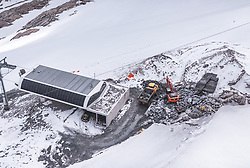 THEMENBILD - Bauarbeiten an einer Bergstation im Schnee am Kitzsteinhorn, aufgenommen am 16. Juli 2019 in Kaprun, Österreich // Construction work on a mountain station in the snow at the Kitzsteinhorn, Kaprun, Austria on 2019/07/16. EXPA Pictures © 2019, PhotoCredit: EXPA/ JFK