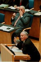 05 FEB 1998, BONN/GERMANY:<br /> Helmut Kohl, CDU, Bundeskanzler, und Oskar Lafontaine, SPD Parteivorsitzender (am Rednerpult), Debatte über die Bekämpfung der Arbeitslosigkeit im Deutschen Bundestag<br /> IMAGE: 19980205-01/02-08