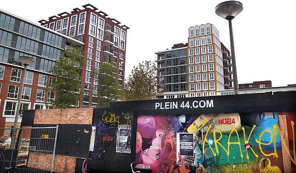 Nederland, Nijmegen, 14-10-2013Plein 44 is geheel opnieuw ingericht met parkeergarage en appartementen. In de oorlog, 1944, is het centrum van de stad verwoest door een vergissingsbombardement van de amerikanen. Dit is de meest ingrijpende modernisering in het hart van de stad sinds de bouwstijl van de wederopbouw. Veel appartementen en woningen moeten nog verhuurd of verkocht worden.Foto: Flip Franssen/Hollandse Hoogte