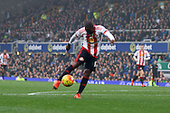 Jermain Defoe of Sunderland shoots and scores his teams 1st goal. Barclays Premier League match, Everton v Sunderland at Goodison Park in Liverpool on Sunday 1st November 2015.<br /> pic by Chris Stading, Andrew Orchard sports photography.