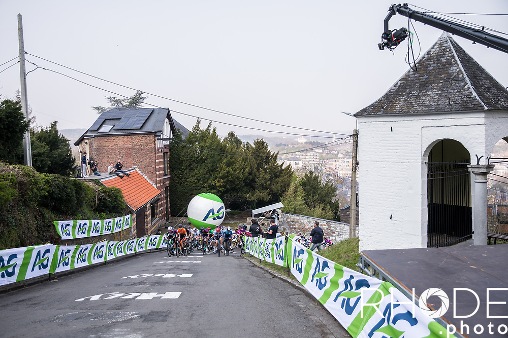 peloton up the Mur de Huy<br /> <br /> 24th la Flèche Wallonne Féminin 2021 (1.UWT)<br /> 1 Day Race: Huy – Huy 130,5km<br /> <br /> ©RhodePhoto