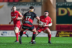 Scarlets' Wyn Jones in action during todays match<br /> <br /> Photographer Craig Thomas/Replay Images<br /> <br /> Guinness PRO14 Round 13 - Scarlets v Dragons - Friday 5th January 2018 - Parc Y Scarlets - Llanelli<br /> <br /> World Copyright © Replay Images . All rights reserved. info@replayimages.co.uk - http://replayimages.co.uk