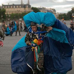 Répétitions du défilé à pied du 14 juillet le matin sur les champs Elysées et en journée au camp de Satory. Répétition du défilé aérien dans le ciel de Paris. Requiem Faure au profit des blessés dans l'église Saint Louis des Invalides.<br /> Juillet 2010 / Paris (75) et Versailles (78) / FRANCE<br /> Voir le reportage complet (37 photos) http://sandrachenugodefroy.photoshelter.com/gallery/2010-07-Repetitions-du-defile-du-14-juillet-2010-Complet/G0000Pi4LqgZrops/C0000yuz5WpdBLSQ