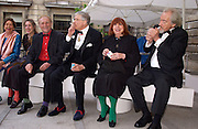 Norman Ackroyd, David Hockney, Ann Graves and Barry Flanaghan, Royal Academy summer exhibition annual dinner. Picadilly.  2 June 2004. ONE TIME USE ONLY - DO NOT ARCHIVE  © Copyright Photograph by Dafydd Jones 66 Stockwell Park Rd. London SW9 0DA Tel 020 7733 0108 www.dafjones.com