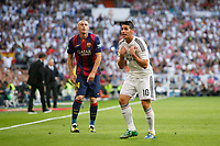 Real Madrid´s James (R) complains to the referee and Barcelona´s Mathieu (L) during La Liga match between Real Madrid and F.C. Barcelona in Santiago Bernabeu stadium in Madrid, Spain. October 25, 2014. (ALTERPHOTOS/Victor Blanco)