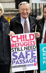 © Licensed to London News Pictures. 05/11/2018. London, UK. Lord Alf Dubs joins activists to deliver a petition to Downing Street calling on the Prime Minister to commit to giving 10,000 refugee children safe passage to the UK over 10 years. Photo credit : Tom Nicholson/LNP