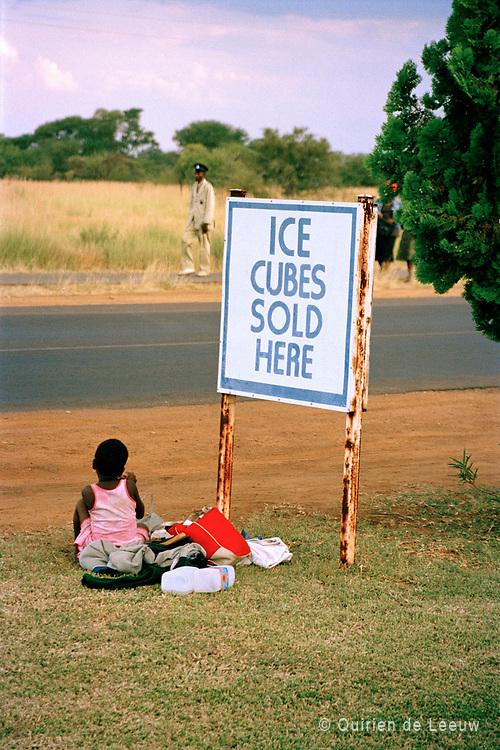 Meisje op gras, Swaziland