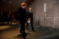 16 JAN 2009, BERLIN/GERMANY:<br /> Wladimir Putin (L), Ministerpraesident Russland, und Angela Merkel (R), Bundeskanzlerin, auf dem Weg zur Pressekonferenz, Bundeskanzleramt<br /> IMAGE: 20090116-01-025<br /> KEYWORDS: Vladimir Putin
