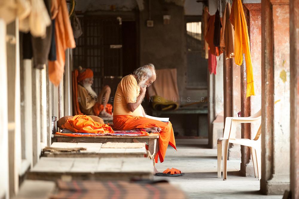 Sannyasins at Mumukshu Bhawan hospice in Varanasi, India. Photo © robertvansluis.com