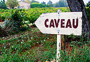 Sign in the vineyard pointing to the caveau the wine shop and tasting room. Domaine la Tourade, André Andre Richard, Gigondas, Vacqueyras, Vaucluse, Provence, France, Europe